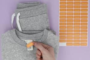Marcado de ropa y accesorios con etiquetas